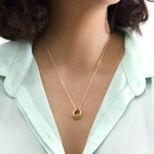 collar de aros entrelazados chapa de oro